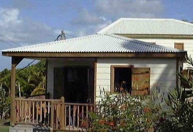 Vista exterior do alojamento Loca��o Bungalow 8026 Sainte Anne (Guadalupe)