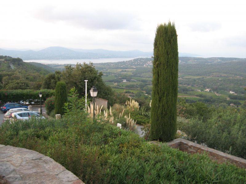 Vista dos arredores Locação Apartamentos 102878 Sainte Maxime