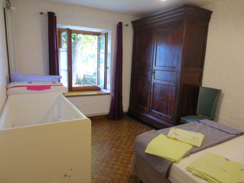 quarto 2 Locação Casa de turismo rural/Casa de campo 51135 Saint-Cirq-Lapopie