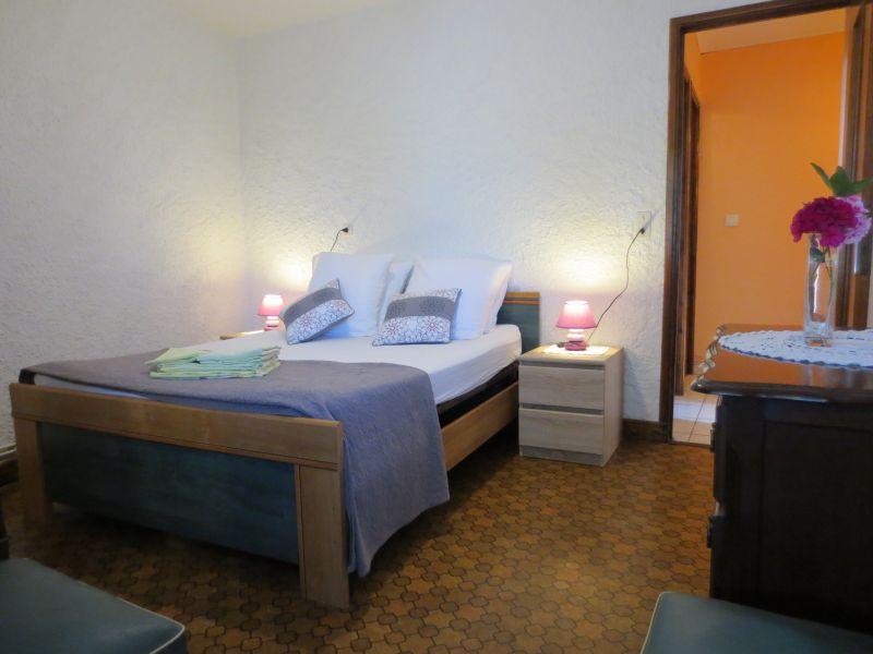 quarto 3 Locação Casa de turismo rural/Casa de campo 51135 Saint-Cirq-Lapopie