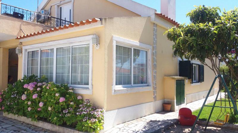 Vista exterior do alojamento Locação Vivenda 55207 Lisboa
