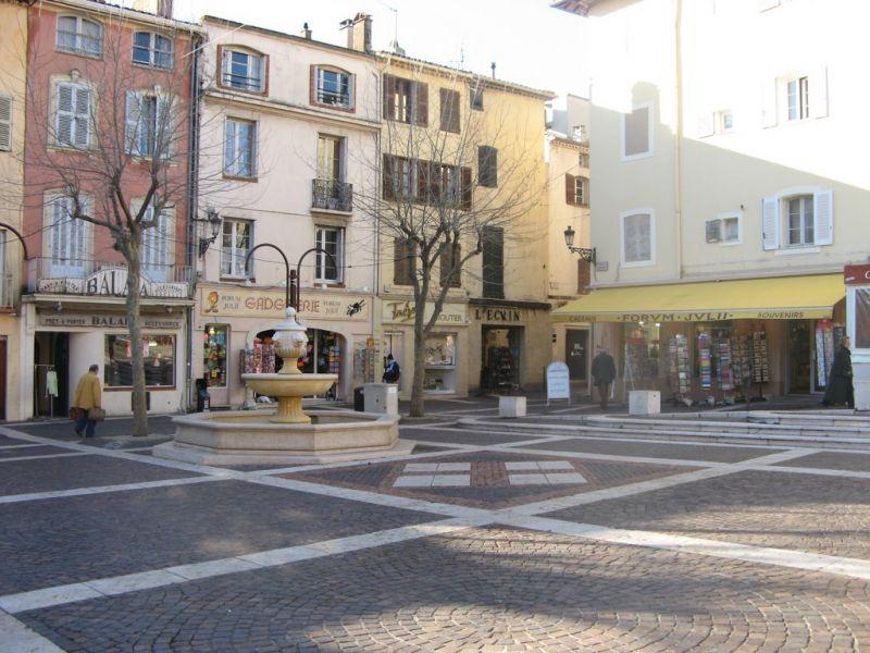 Vista dos arredores Locação Apartamentos 8488 Fréjus