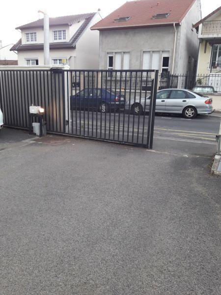 Parque de estacionamento Locação Apartamentos 93070 PARIS