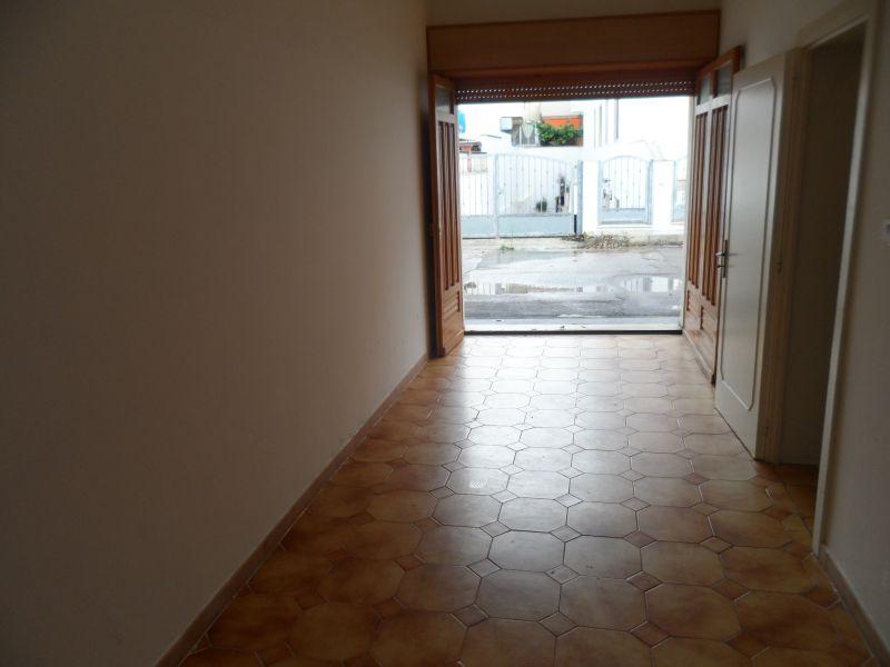 Parque de estacionamento Locação Vivenda 86623 Lido Marini