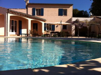 Vista exterior do alojamento Loca��o Vivenda 77999 Allemagne en Provence